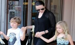 Близнецы Нокс и Вивьен - дети Анджелины Джоли и Брэда Питта