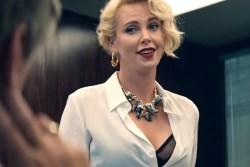 Шарлиз Терон возвращается в роли деловой беспринципной женщины