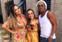В августе Роналдиньо выйдет замуж за двух женщин