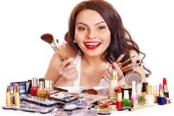 Каждая пятая женщина покупает косметику, которую никогда не использует